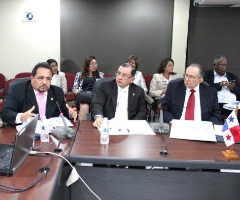 LOS MAGISTRADOS EN LA COMISIÓN DE PRESUPUESTO DE LA ASAMBLEA