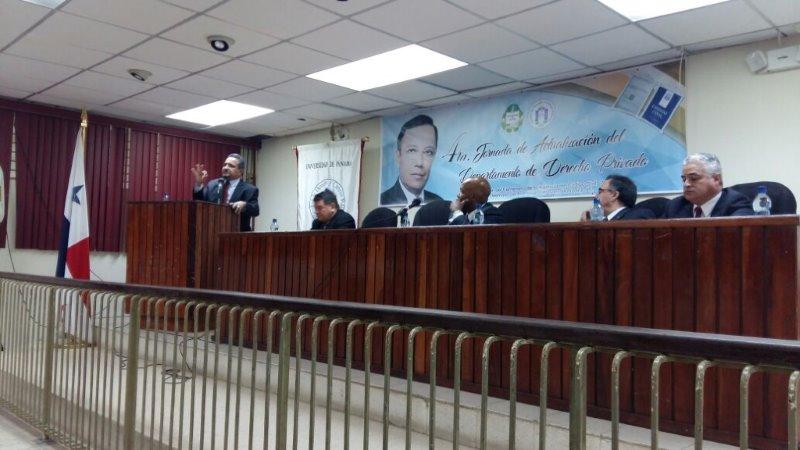 CHARLA EN LA FACULTAD DE DERECHO DE LA UNIVERSIDAD DE PANAMÁ
