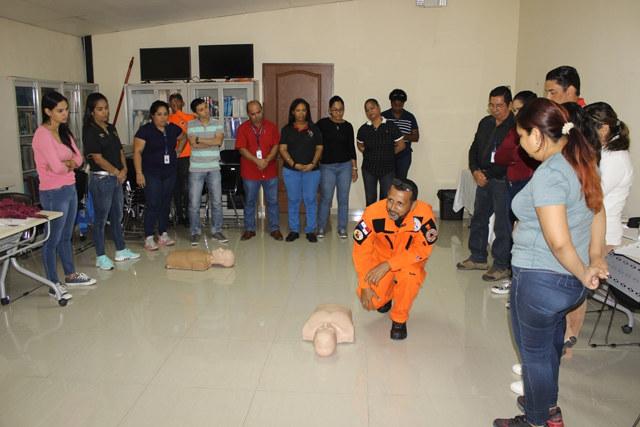 Entrenamiento en Primeros Auxilios por personal de SINAPROC
