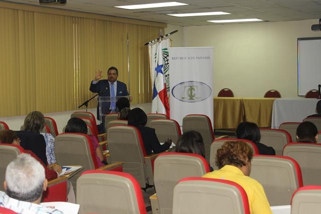 Personal Administrativo de la Universidad de Panamá, recibe capacitación sobre la Ley 67 de 14 de noviembre 2008.
